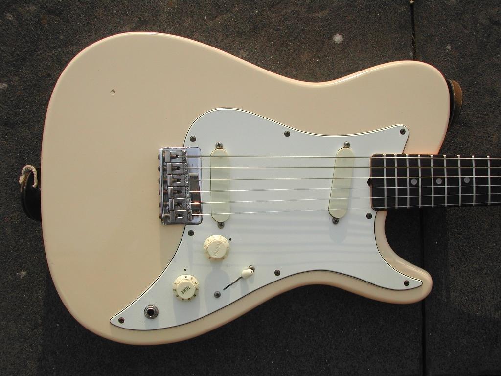 Fender_Bullet_1981-Body